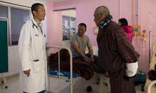 साताको दुईदिन अस्पतालमा काम गर्छन् भूटानका प्रधानमन्त्री